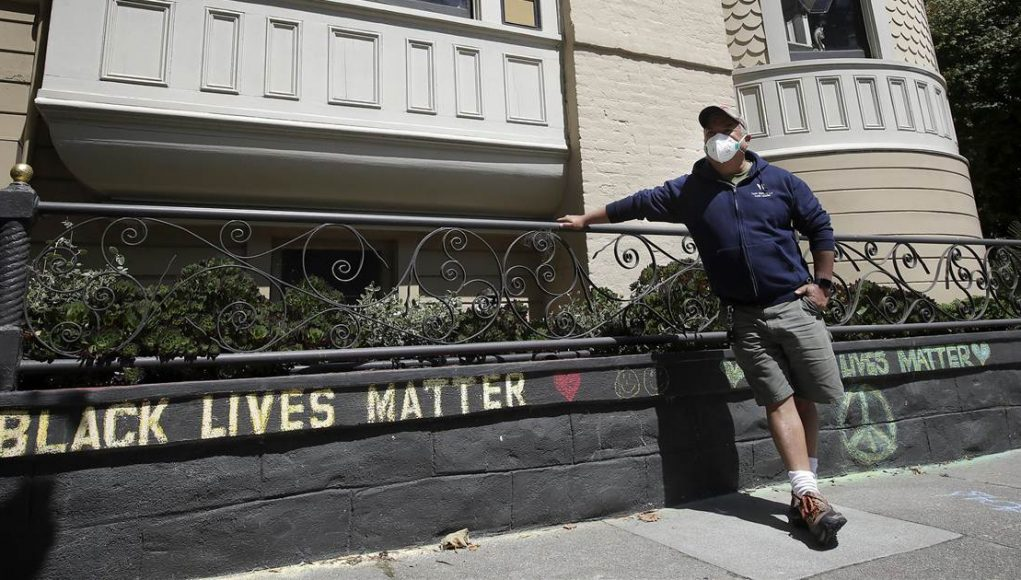 Couple apologizes after confronting man over 'Black Lives Matter' chalk in front of his home