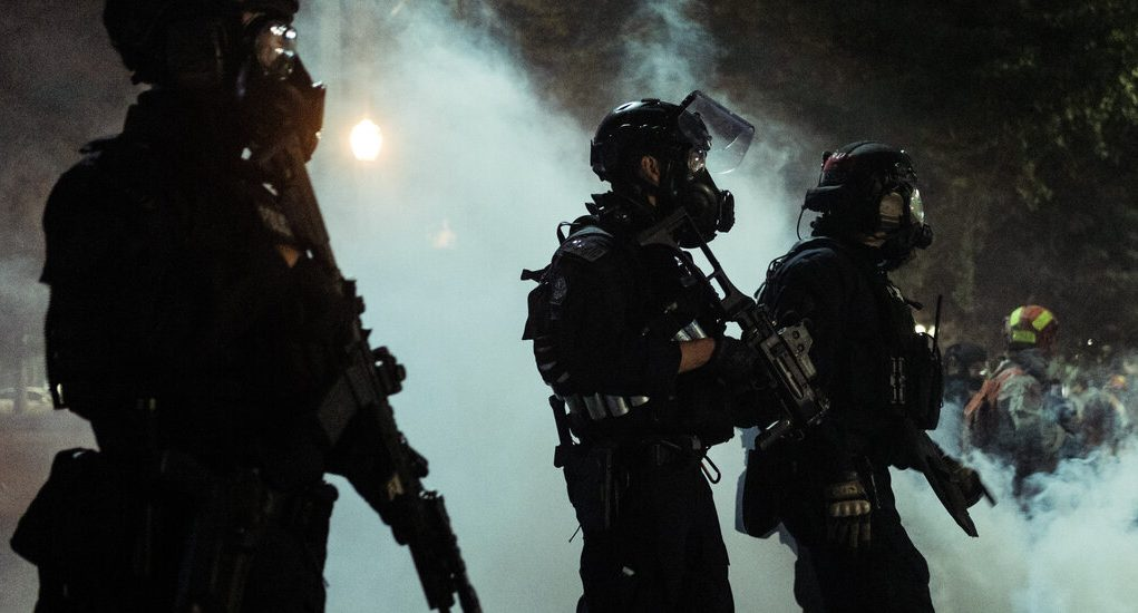 Federal Tactical Teams to Withdraw From Portland, Governor Says